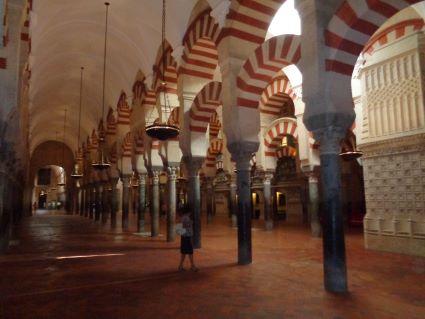 Mezquita Cordoba wandelen door de zuilen